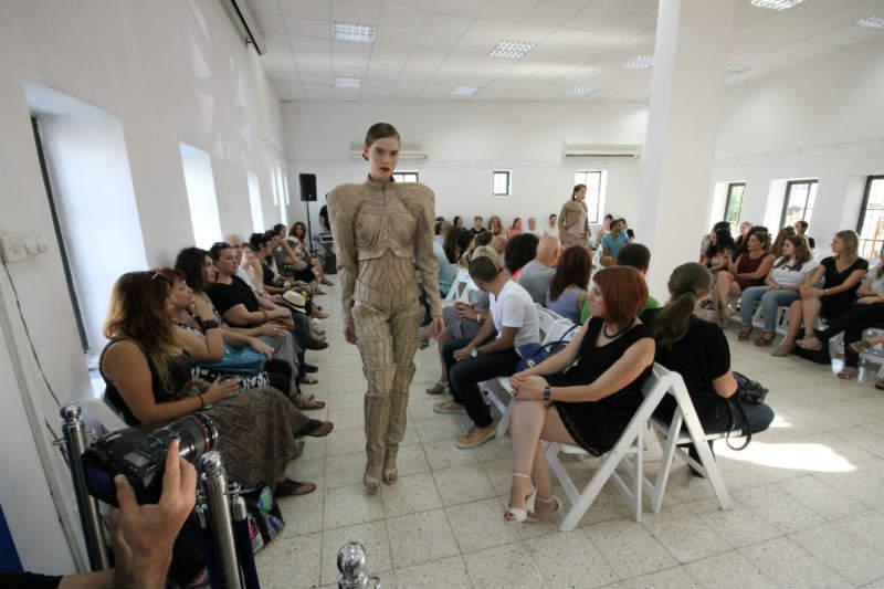 תצוגת אופנה של סטודנטים ללימודי עיצוב אופנה
